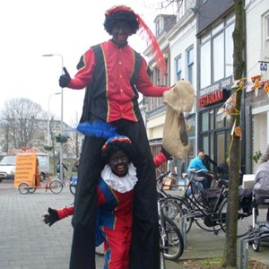 Sinterklaas entertainment: piet op stelten