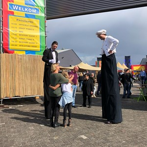 Culinair entertainment: Ober en kok op stelten